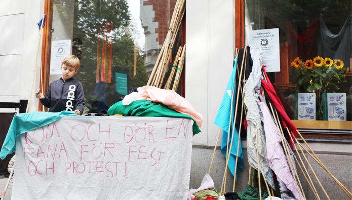 Fanor för fest och protest
